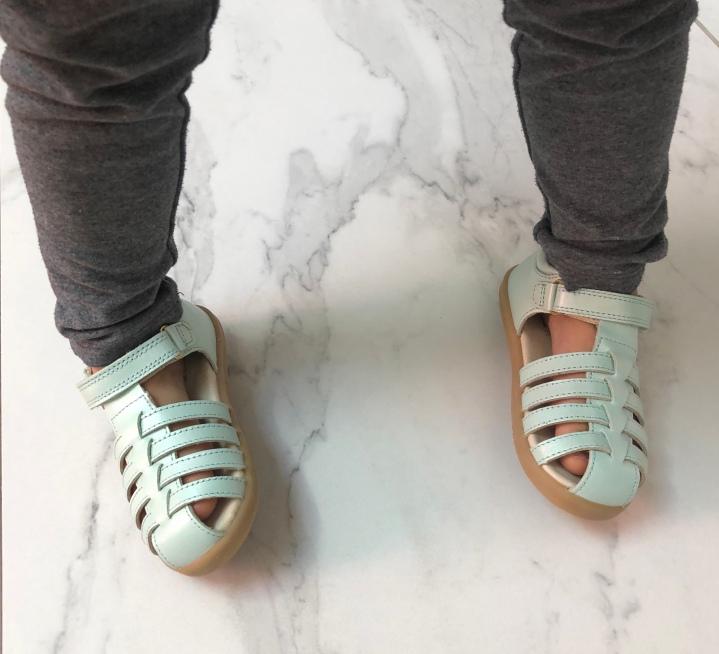 Pourquoi et comment choisir les chaussures souples de mon enfant?